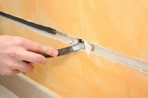 Comment créer des saignées dans un mur pour ses conduites d'eau?