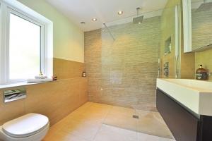 Aménager une salle de bains pour les personnes âgées